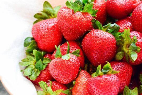 plato de fresas o fresones